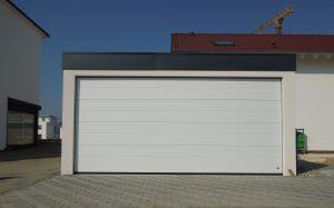Bild Großraumgarage. Garage 5x6m in Holzständerbauweise mit Sektionaltor
