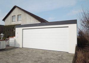 Bild Großraumgarage. Garage 7x7m mit Sektionaltor in Holzständerbauweise