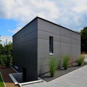 Bild Garage mit grauen Fassaden-Platten