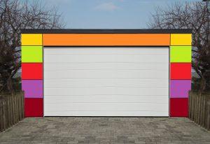 Bild Garage mit bunten Fassaden-Tafeln