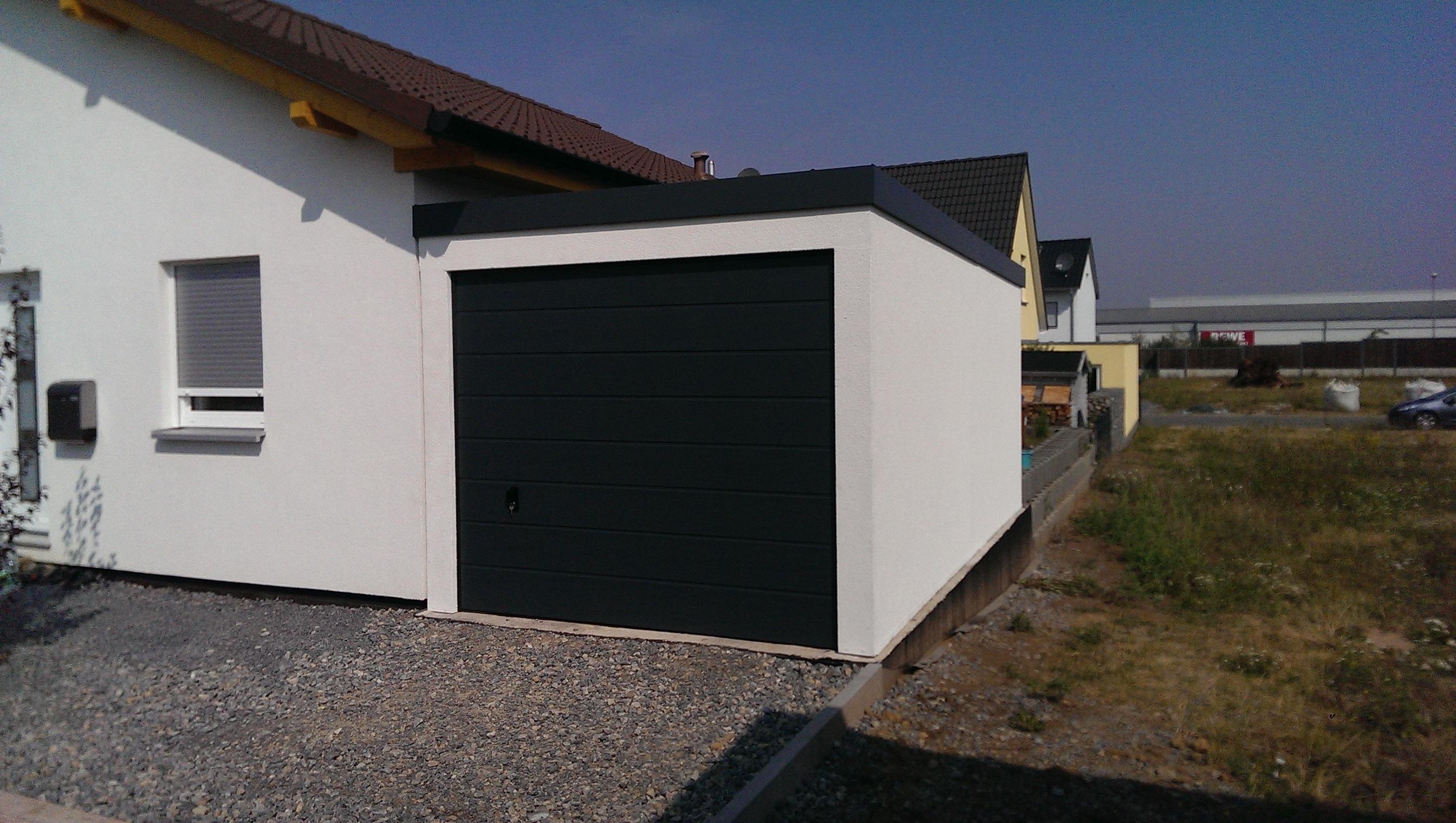 Bild Garage 3x6m in Holzständerbauweise mit Sektionaltor anthrazit