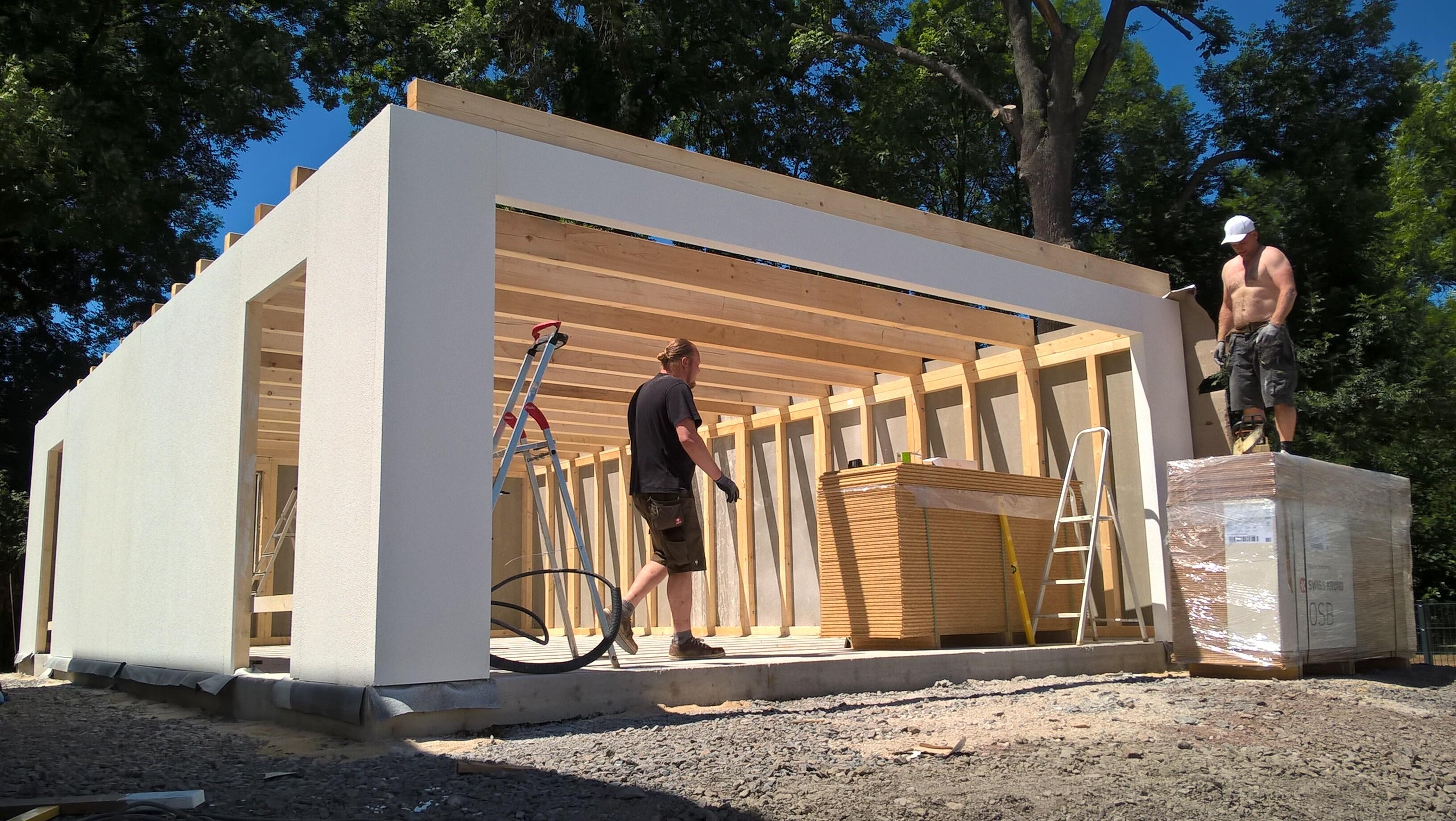 Aufbau Fink Garage in Holzständerbauweise in Gera