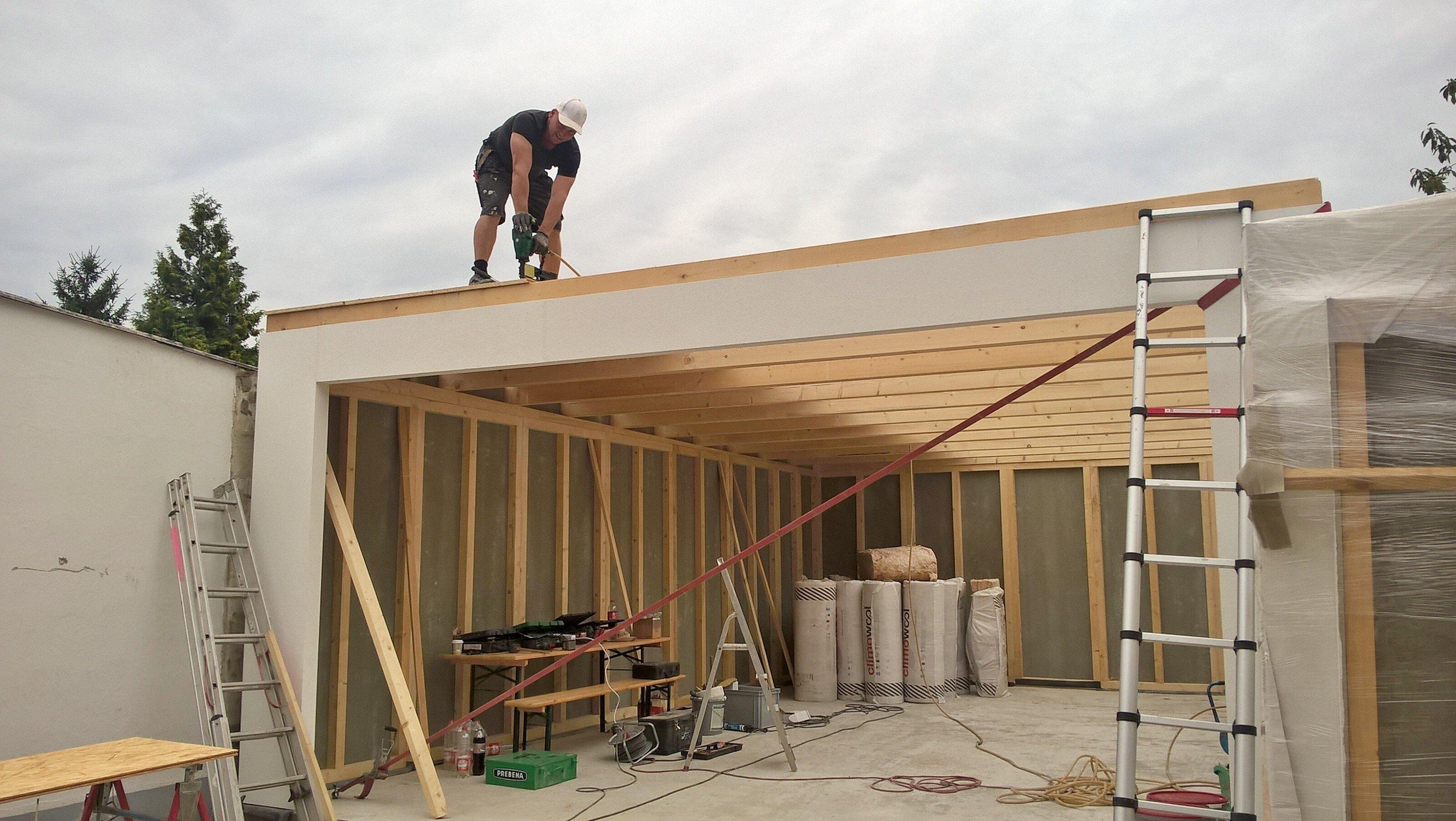 Montage des Daches der Garage in Karlsruhe