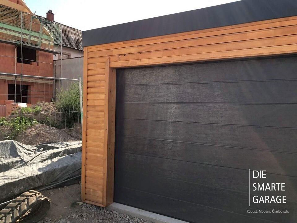 fink garage neulu heim bw fassade aus l rchenholz. Black Bedroom Furniture Sets. Home Design Ideas
